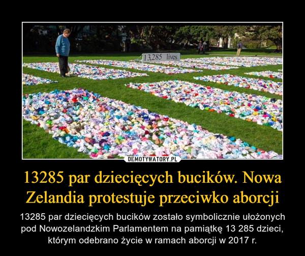 13285 par dziecięcych bucików. Nowa Zelandia protestuje przeciwko aborcji – 13285 par dziecięcych bucików zostało symbolicznie ułożonych pod Nowozelandzkim Parlamentem na pamiątkę 13 285 dzieci, którym odebrano życie w ramach aborcji w 2017 r.