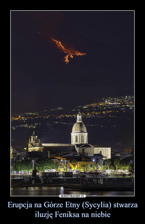 Erupcja na Górze Etny (Sycylia) stwarza iluzję Feniksa na niebie