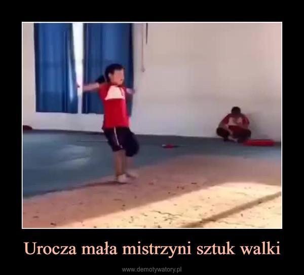 Urocza mała mistrzyni sztuk walki –